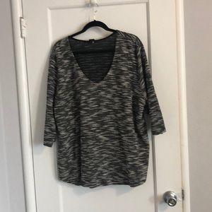 Quarter sleeve sweater
